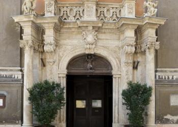 Egyetemi templom bejárata