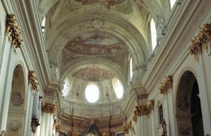 A gazdagon díszített templombelső
