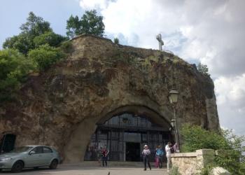 Sziklatemplom bejárata