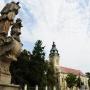 Sajólád katolikus temploma és a Nepomuki Szent János szobor (Forrás: anyroadanywhere.com)