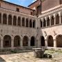 A pálos kolostor udvara, középen a ciszternával (Fotó: Središnja Istra)