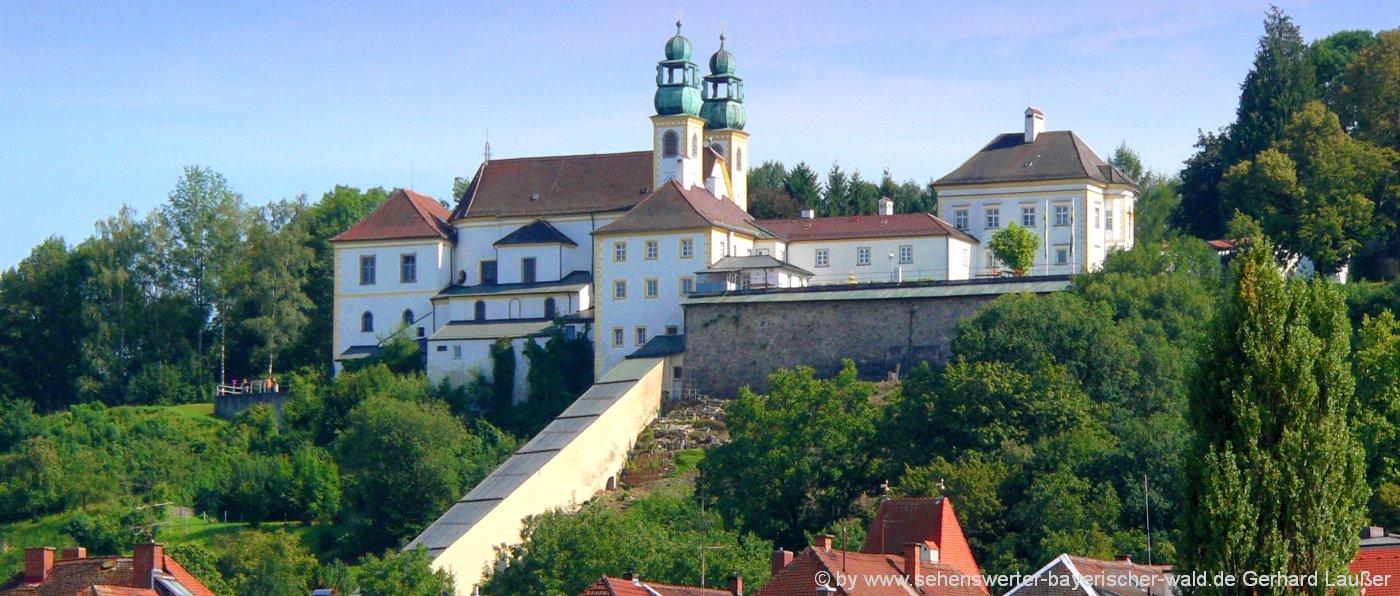 Passau pálos templom és kolostor (Forrás: Sehenswerter Bayerischer Wald)