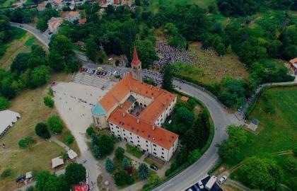 A kolostor mai napig búcsújáróhely (Fotó: i2.wp.com)