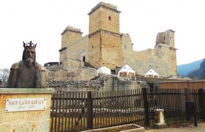 Nagy Lajos király mellszobra a diósgyőri vár előtt