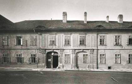 Fortuna utca 4. egy 1941-42-es fotón (Forrás: gallery.hungaricana.hu)