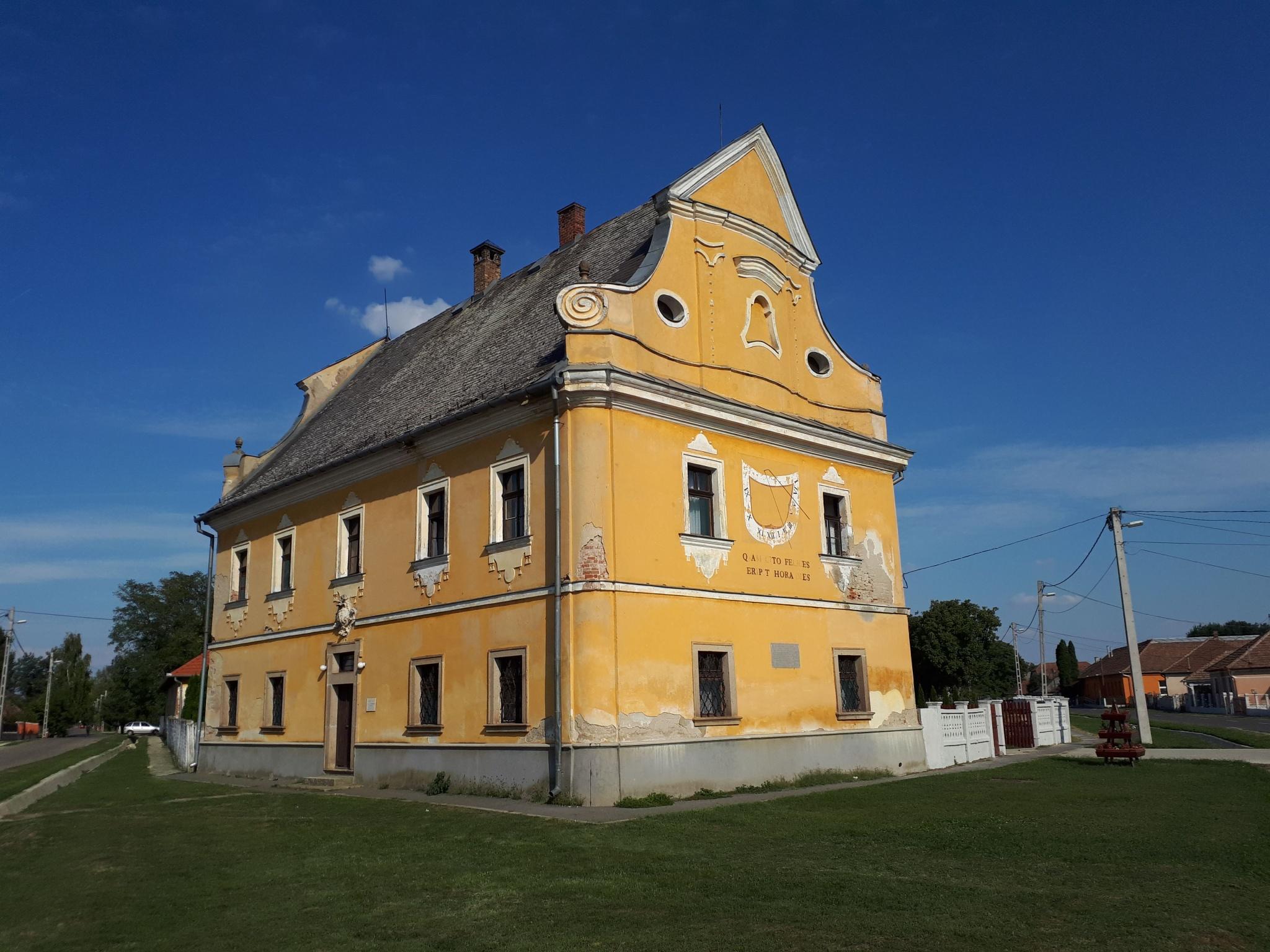 Az egykori körömi pálos vendégfogadó, most római katolikus plébániaház műemlék épülete (Fotó: Tothh417/wikipedia.org)