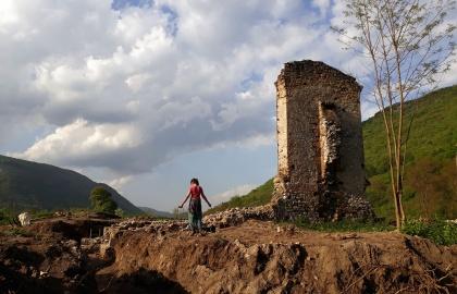 A templom megmaradt falcsonkjának látképe kutatás közben